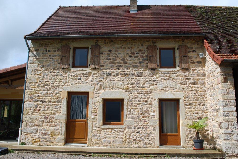 Menuiserie brosse rh ne alpes fen tres tradition bois for Menuiserie fenetre bois